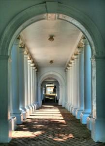 colonnade-54344_640