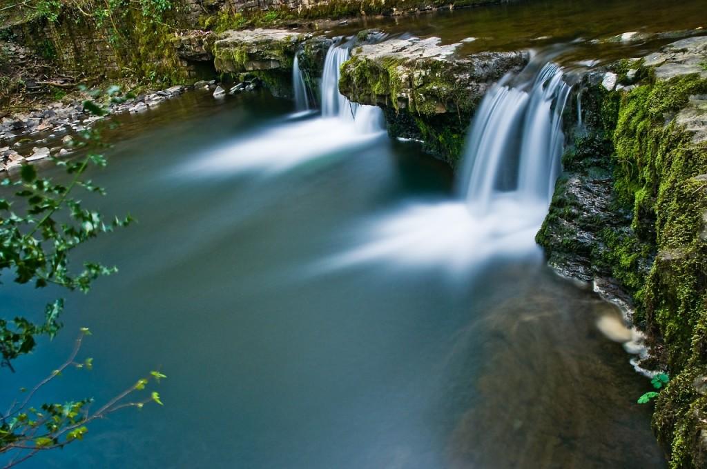waterfall-612184_1280