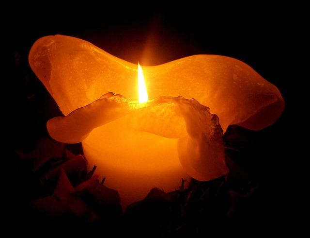 candle-230445_640